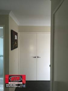 Gloss white Hinged Doors